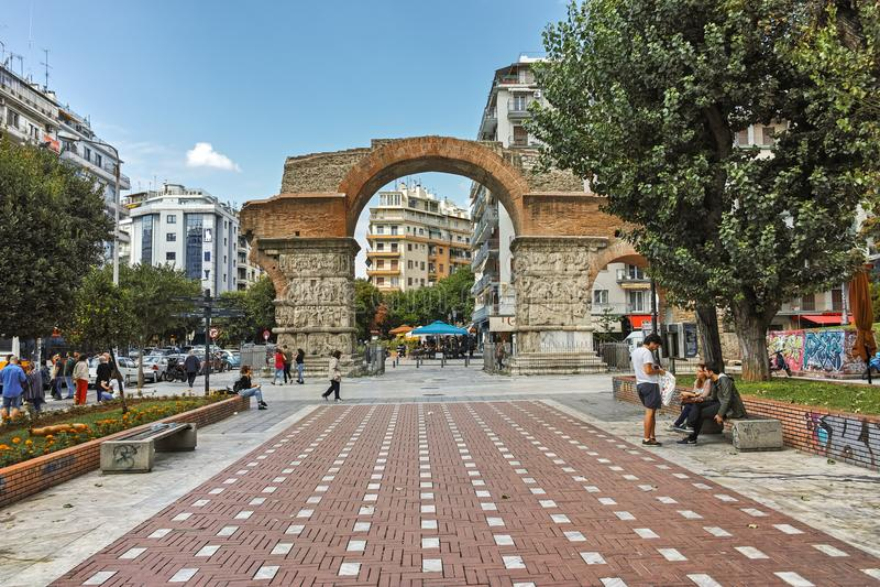 ΘΕΣΣΑΛΟΝΙΚΗ, ΕΛΛΑΔΑ - 30 ΣΕΠΤΕΜΒΡΊΟΥ 2017: Ρωμαϊκή αψίδα Galerius στο κέντρο της πόλης Θεσσαλονίκης, κεντρική Μακεδονία στοκ εικόνες