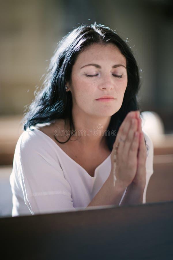 Θεός που προσεύχεται στ& στοκ φωτογραφίες με δικαίωμα ελεύθερης χρήσης
