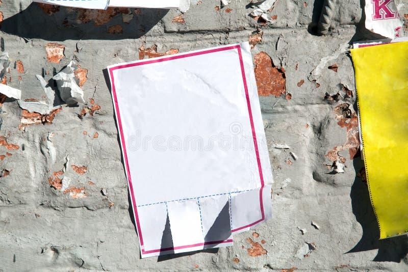 Θελήστε την αγγελία στον παλαιό τοίχο στοκ εικόνες με δικαίωμα ελεύθερης χρήσης