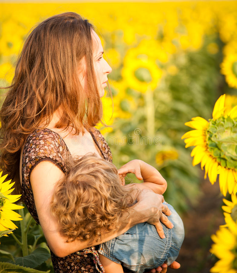 Download θηλάζοντας γυναίκα μωρών στοκ εικόνες. εικόνα από lifestyles - 22776260