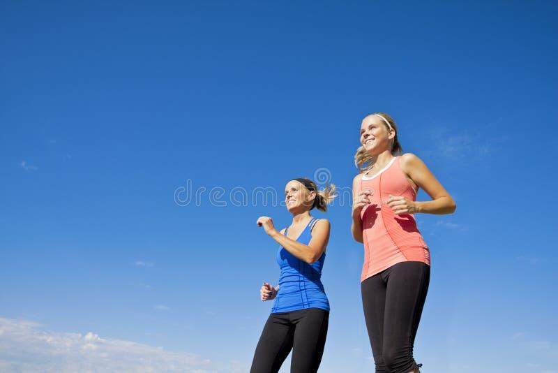 θηλυκά υγιή joggers στοκ φωτογραφία με δικαίωμα ελεύθερης χρήσης
