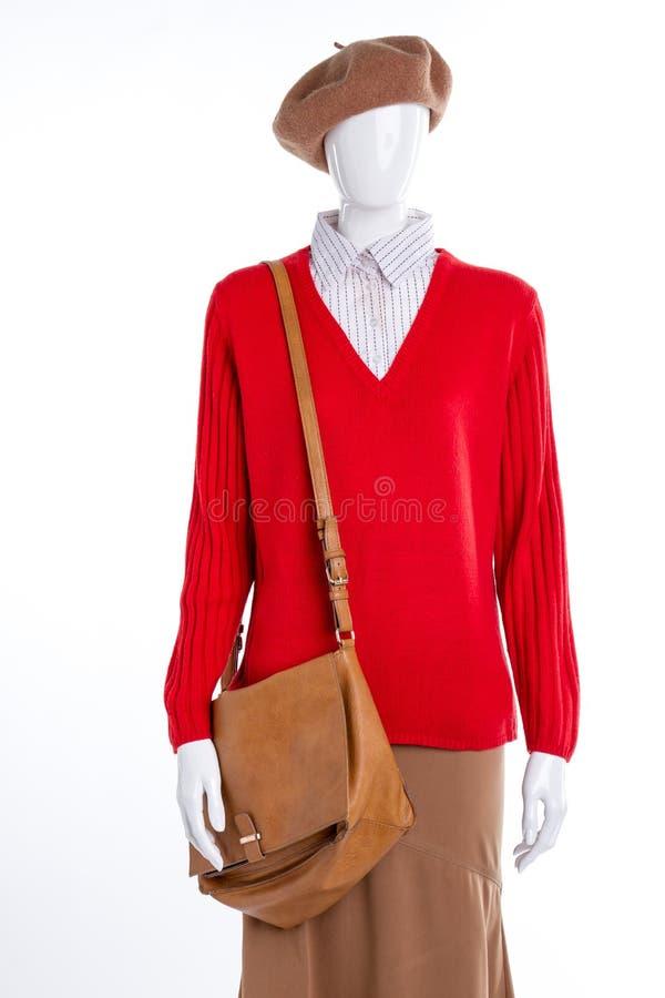 Θηλυκές πουλόβερ, τσάντα και φούστα στοκ φωτογραφίες με δικαίωμα ελεύθερης χρήσης
