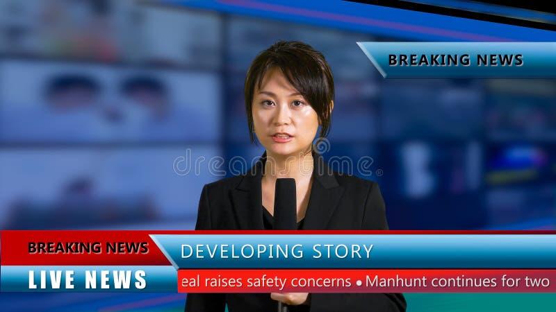 Θηλυκή άγκυρα ειδήσεων στο στούντιο στοκ εικόνες