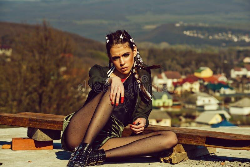 Θηλυκή έννοια μόδας Κομμωτής και κουρέας στοκ εικόνα
