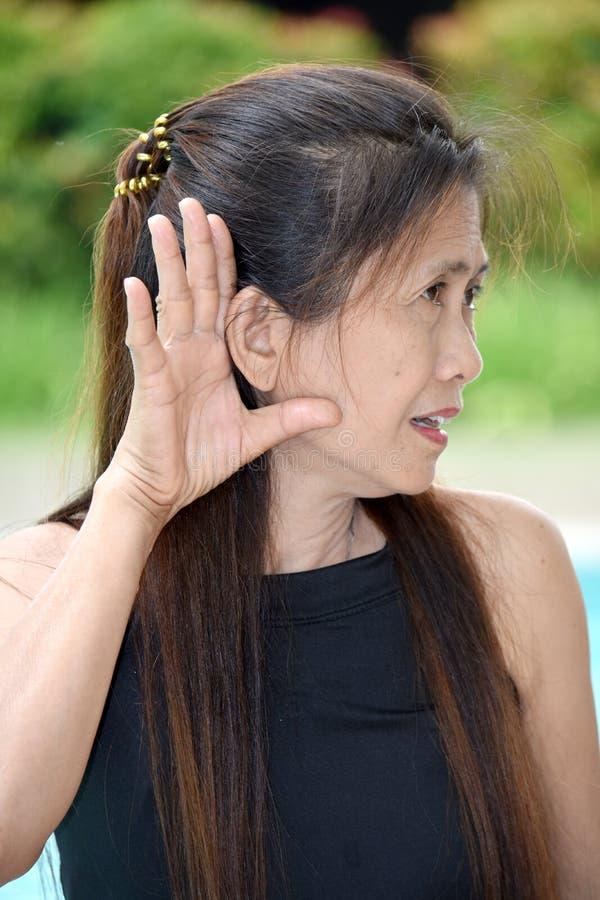 Θηλυκή ανώτερη ακρόαση στοκ εικόνες με δικαίωμα ελεύθερης χρήσης