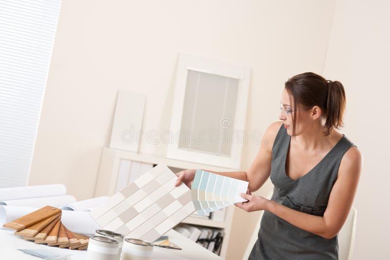 θηλυκή εσωτερική εργασ στοκ εικόνες με δικαίωμα ελεύθερης χρήσης