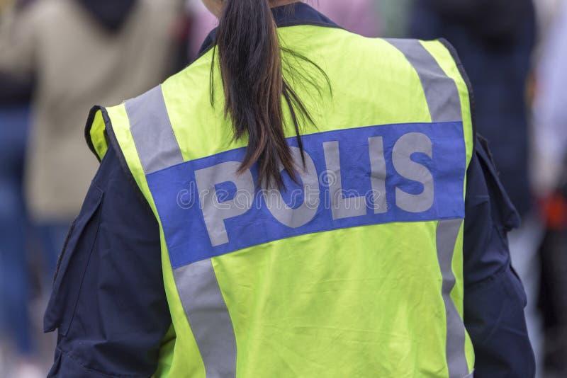 Θηλυκή σουηδική πλάτη αστυνομικών ` s στοκ εικόνα με δικαίωμα ελεύθερης χρήσης