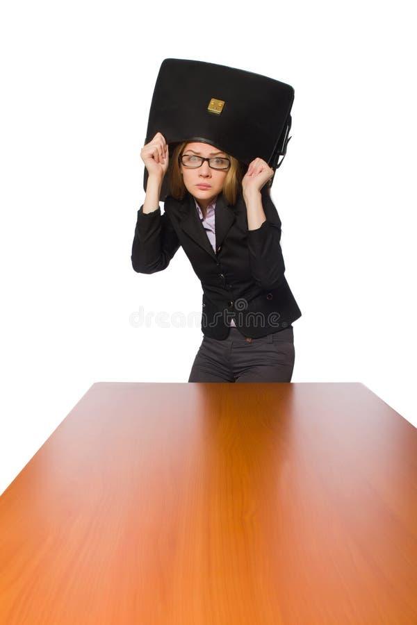 Θηλυκή συνεδρίαση υπαλλήλων πίνακα που απομονώνεται στο μακρύ στο λευκό στοκ φωτογραφία