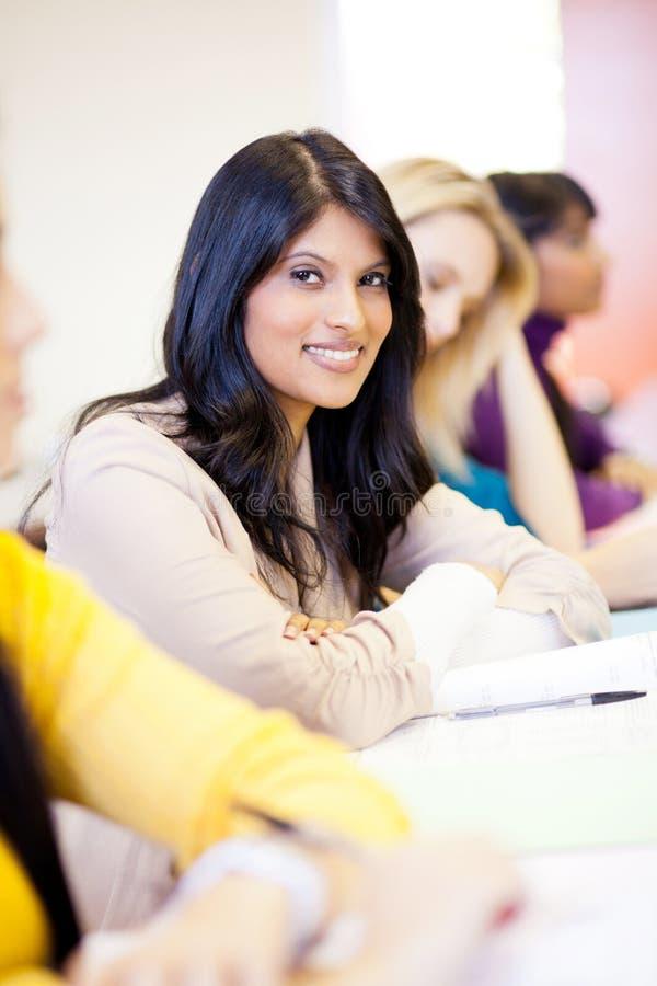 Θηλυκοί φοιτητές πανεπιστημίου στοκ εικόνα