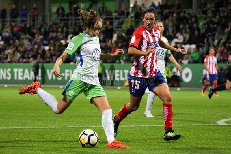 Θηλυκός ποδοσφαιριστής, Ewa Pajor, στη δράση κατά τη διάρκεια του Champions League των γυναικών UEFA στοκ εικόνα με δικαίωμα ελεύθερης χρήσης
