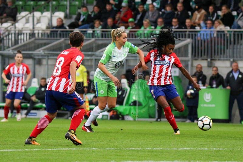 Θηλυκός ποδοσφαιριστής, Ludmilla DA Silva, στη δράση κατά τη διάρκεια του Champions League των γυναικών UEFA στοκ εικόνες