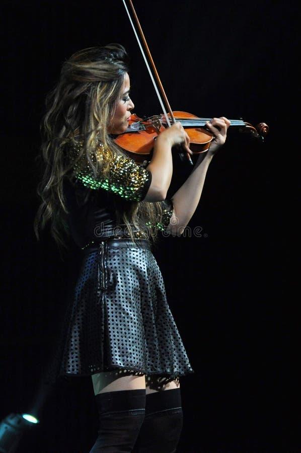 Θηλυκός φορέας βιολιών στοκ εικόνες