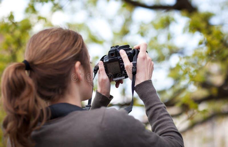θηλυκός φωτογράφος αρκ&ep στοκ εικόνα