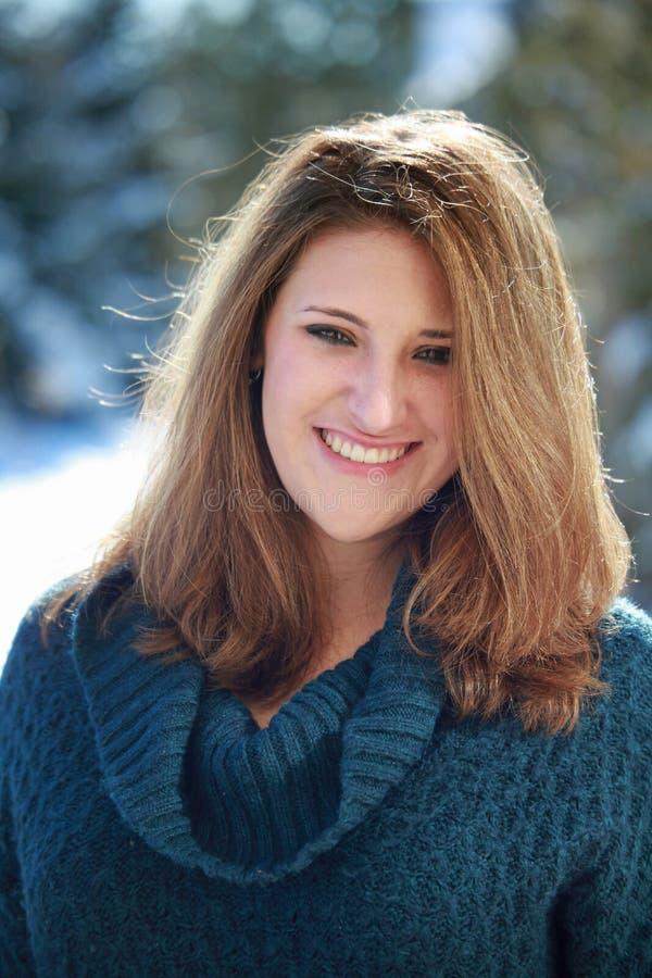 θηλυκός χαμογελώντας έφηβος στοκ φωτογραφία με δικαίωμα ελεύθερης χρήσης