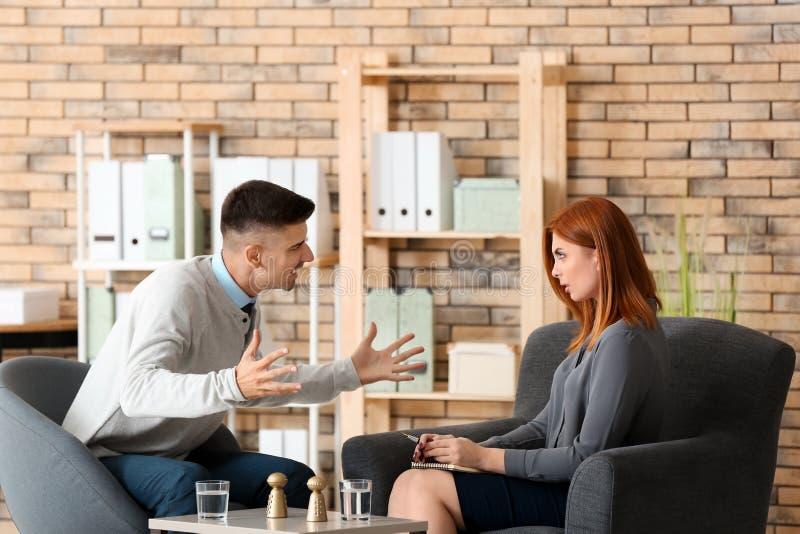 Ψυχολόγος dating πελάτη
