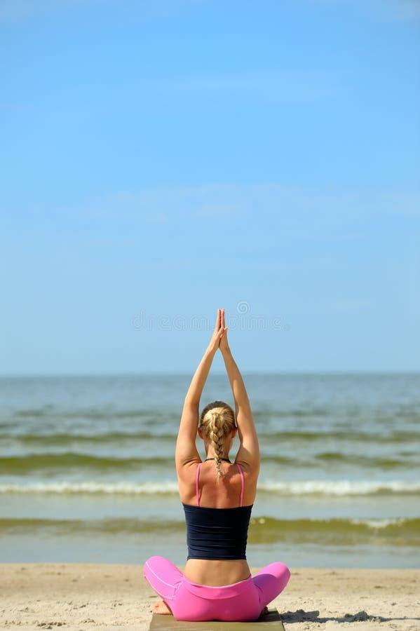 θηλυκό παραλιών workout στοκ εικόνα