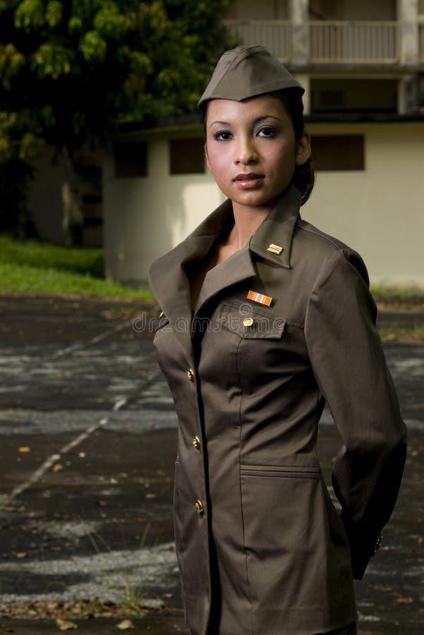 θηλυκό προσωπικό στρατού στοκ φωτογραφία με δικαίωμα ελεύθερης χρήσης