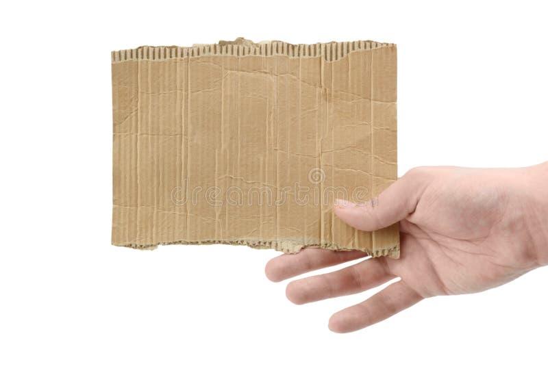 Θηλυκό χέρι που κρατά απομονωμένο ένα κομμάτι από χαρτόνι στοκ φωτογραφίες με δικαίωμα ελεύθερης χρήσης
