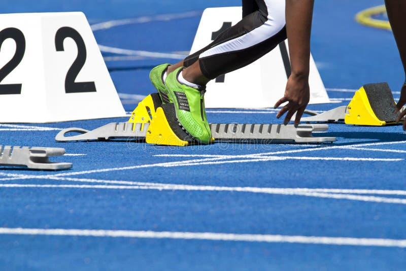 θηλυκό sprinter που αρχίζει στοκ εικόνα