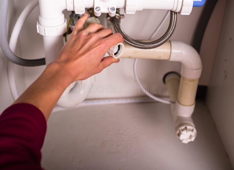 Θηλυκά καθορίζοντας υδραυλικά χεριών στοκ εικόνες
