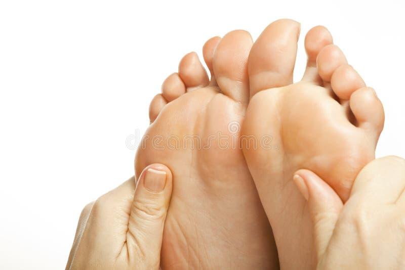 Θηλυκά πόδια μασάζ ποδιών στοκ εικόνες