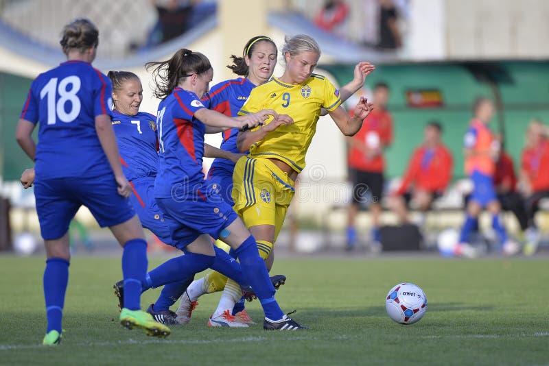 Θηλυκή δράση ποδοσφαιρικών παιχνιδιών στοκ φωτογραφίες με δικαίωμα ελεύθερης χρήσης