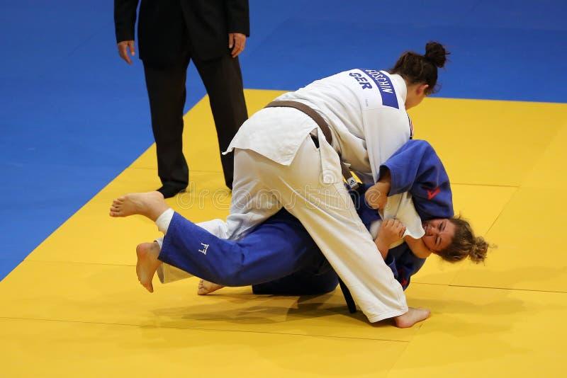 Θηλυκοί μαχητές τζούντου στοκ φωτογραφίες