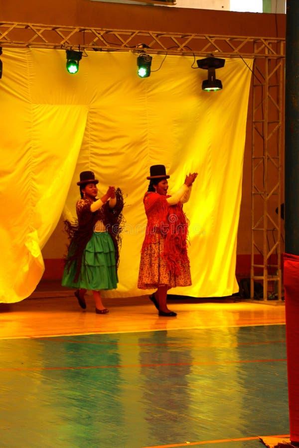 Θηλυκοί παλαιστές Cholita στοκ εικόνες