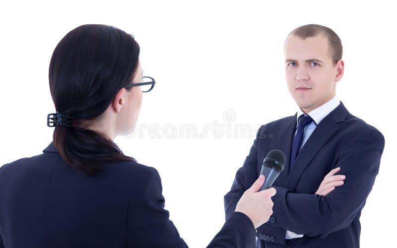Θηλυκός δημοσιογράφος με το μικρόφωνο που παίρνει τη συνέντευξη και την επιχείρηση μΑ στοκ φωτογραφία