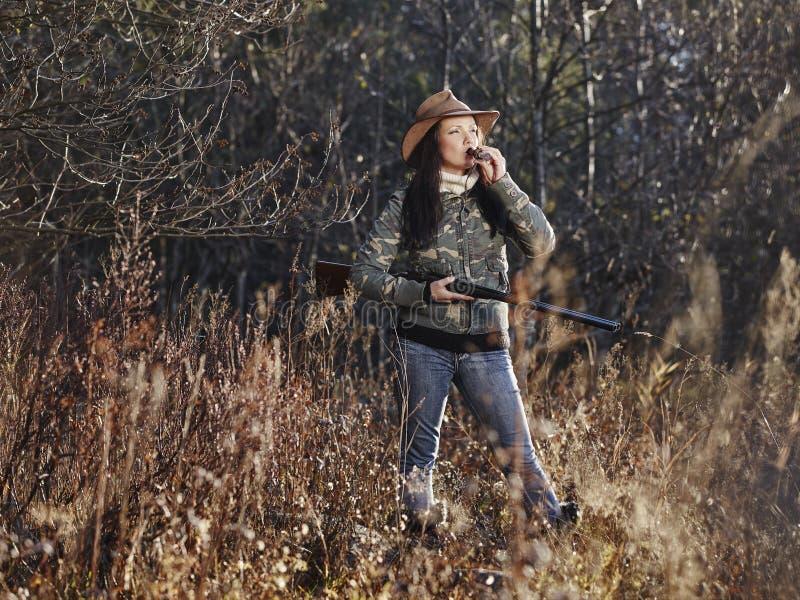 Θηλυκός κυνηγός παπιών στοκ εικόνες