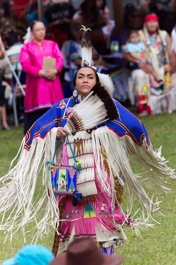 Θηλυκός χορευτής κατά τη διάρκεια του ανταγωνισμού στοκ εικόνες
