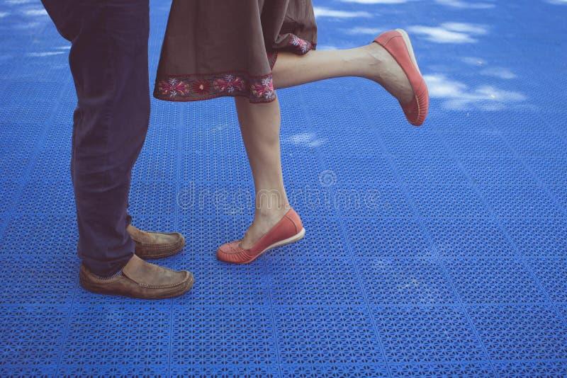 θηλυκό αρσενικό ποδιών στοκ εικόνες