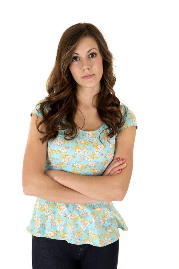 Θηλυκό πρότυπο τα floral όπλα μπλουζών που διπλώνονται που φορά στοκ εικόνες