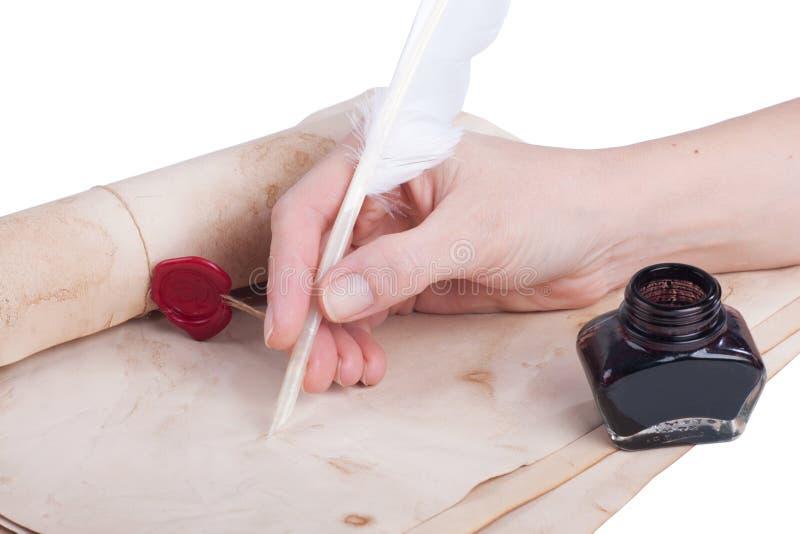 Θηλυκό χέρι που γράφει το παλαιό καλάμι στοκ φωτογραφίες με δικαίωμα ελεύθερης χρήσης