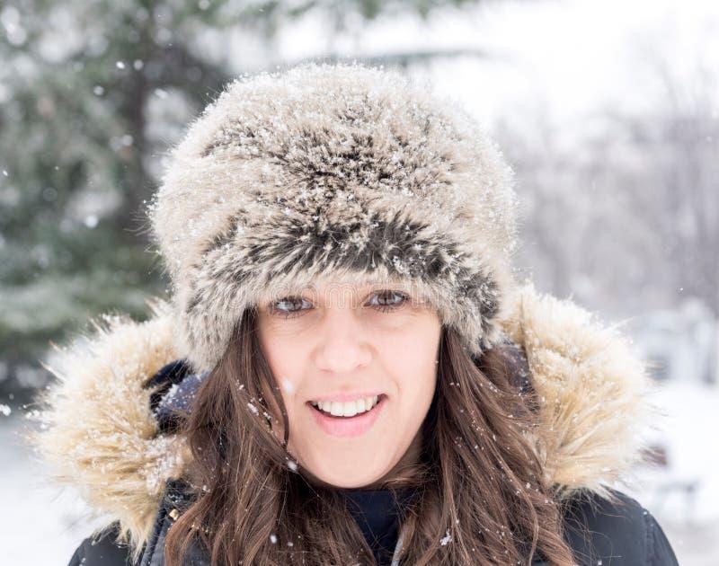 Θηλυκό χειμερινό πορτρέτο στοκ φωτογραφία με δικαίωμα ελεύθερης χρήσης