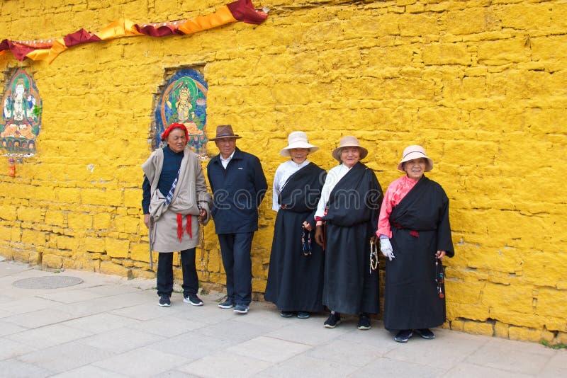 Θιβέτ, Κίνα - το Μάιο του 2019: Οι θιβετιανοί λαοί έκαναν το προσκύνημά τους στο ιερό μέρος σε Lhasa, Θιβέτ στοκ φωτογραφίες με δικαίωμα ελεύθερης χρήσης