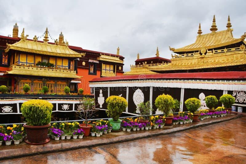 Θιβέτ, Lhasa, ο πρώτος βουδιστικός ναός Jokang στο βροχερό καιρό στοκ εικόνες