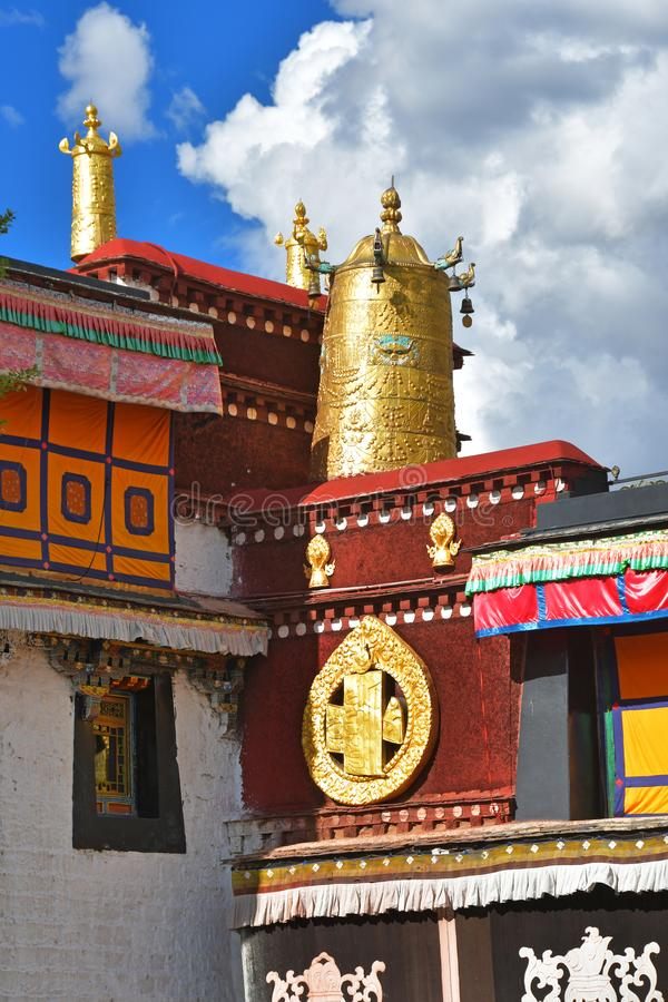 Θιβέτ, Lhasa, ο πρώτος βουδιστικός ναός Jokhang Χρυσές ιδιότητες του βουδισμ στοκ εικόνες με δικαίωμα ελεύθερης χρήσης
