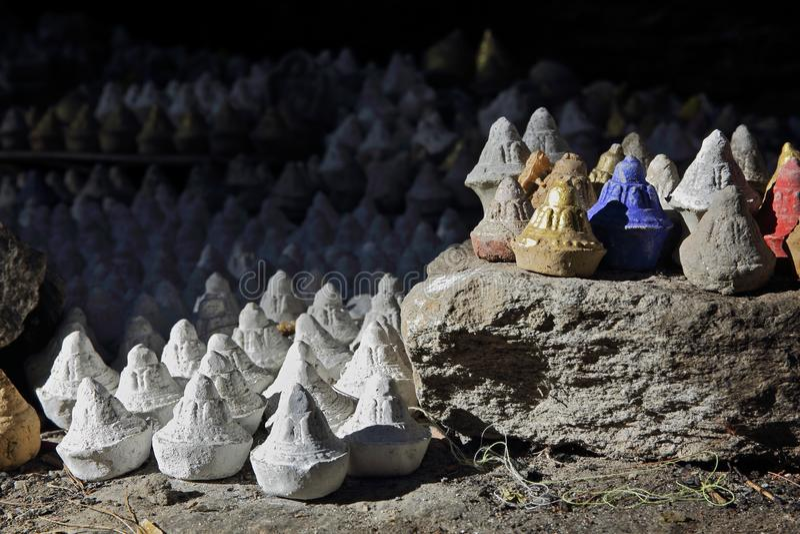 Θιβετιανά εθιμοτυπικά statuettes tsa-Tsa στοκ εικόνες