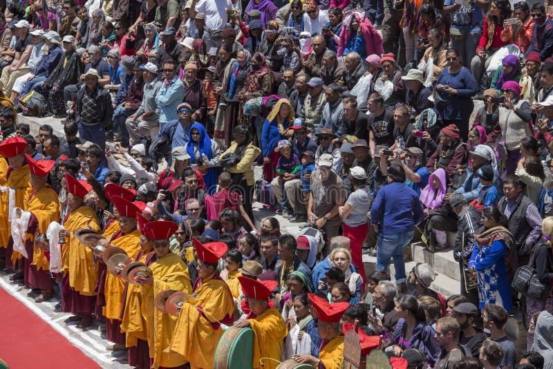 Θιβετιανοί βουδιστικοί λαοί και τουρίστας στο μοναστήρι Hemis, Ladakh, Ινδία στοκ εικόνα με δικαίωμα ελεύθερης χρήσης