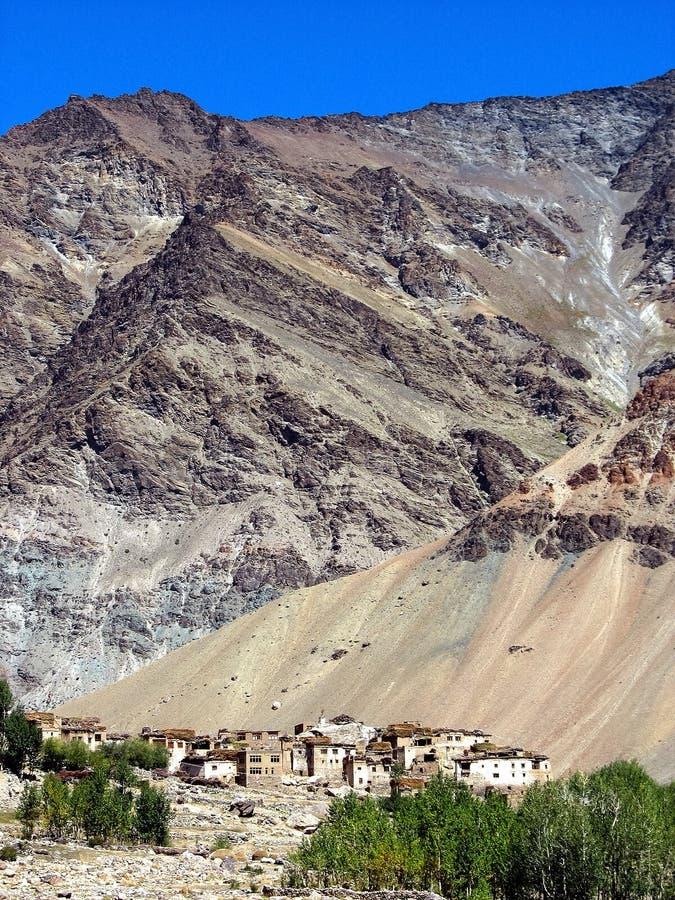 Download θιβετιανό χωριό στοκ εικόνα. εικόνα από θιβέτ, ελάχιστα - 1535123