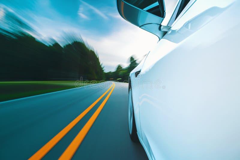 Θολωμένη κίνηση εικόνα μια οδήγηση οχημάτων πολυτέλειας στοκ φωτογραφίες με δικαίωμα ελεύθερης χρήσης