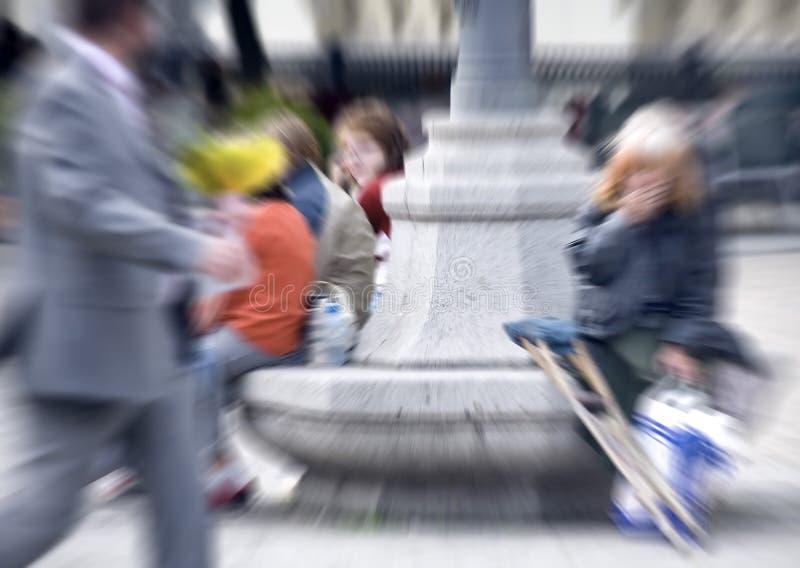 Θολωμένοι άνθρωποι στην πόλη στοκ φωτογραφία με δικαίωμα ελεύθερης χρήσης