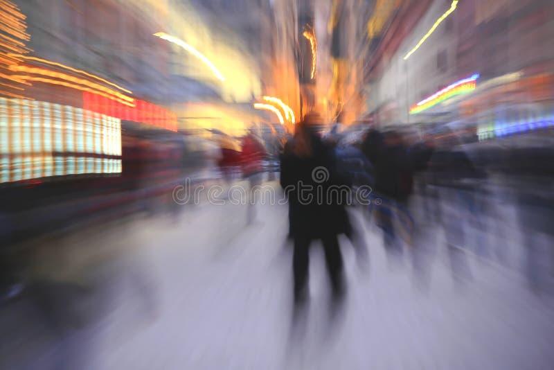 Θολωμένοι άνθρωποι στην πόλη στοκ φωτογραφία