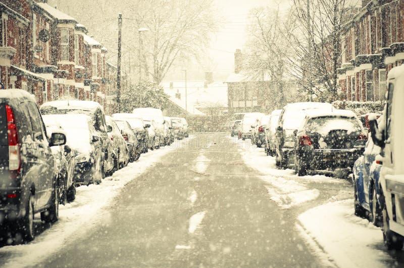 Θολωμένη έξω οδός στο Μάντσεστερ Αγγλία η χειμερινή θύελλα στοκ εικόνα