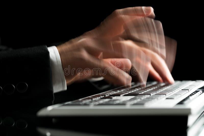 Θολωμένη δακτυλογράφηση χεριών στοκ εικόνες