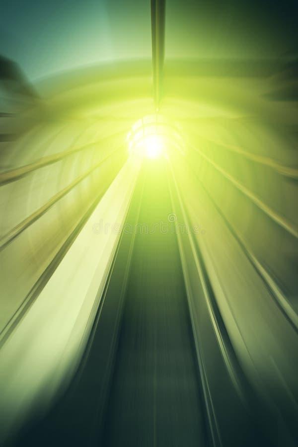 Θολωμένο προοπτική κλιμακοστάσιο ανελκυστήρων κιγκλιδωμάτων κινήσεων στοκ εικόνες