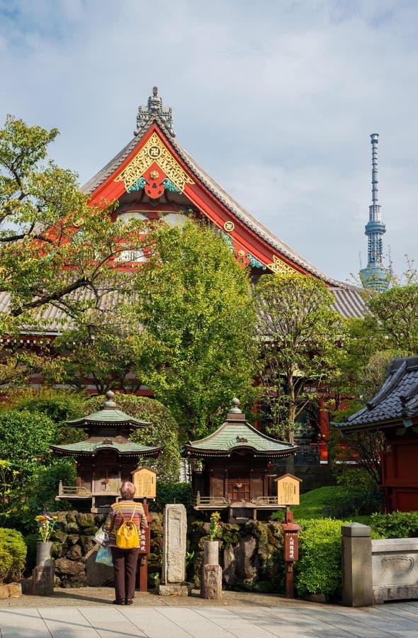 Θρησκεία στην Ιαπωνία μεταξύ του tradion και του νεωτερισμού στοκ εικόνα με δικαίωμα ελεύθερης χρήσης