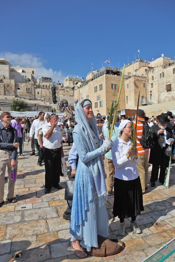 θρησκευτικές νεολαίες γυναικών χαμόγελων φορεμάτων στοκ εικόνες