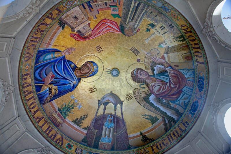 Θρησκευτική ζωγραφική μέσα σε έναν δισκοπότηρο του καθεδρικού ναού Epiphany Gorl στοκ φωτογραφία
